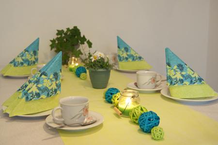 Servietten napkins tischdeko in t rkis und gr n table - Tischdeko konfirmation grun ...