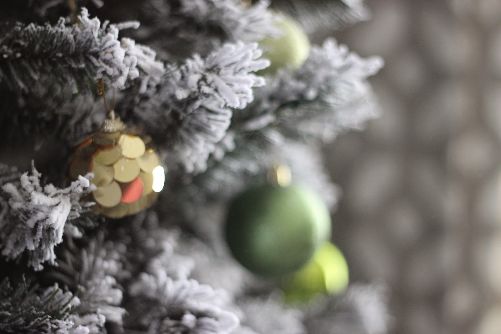 A Very Chartreuse & Gold Christmas Tree & Treetopia Giveaway