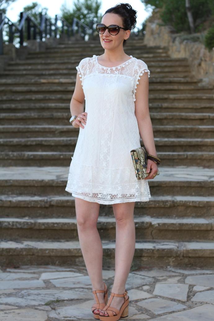 Blonda para vestido blanco