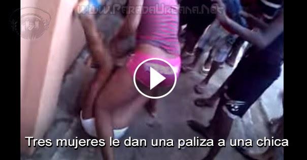 PELEAS CALLEJERAS - Tres mujeres le dan una paliza a una chica