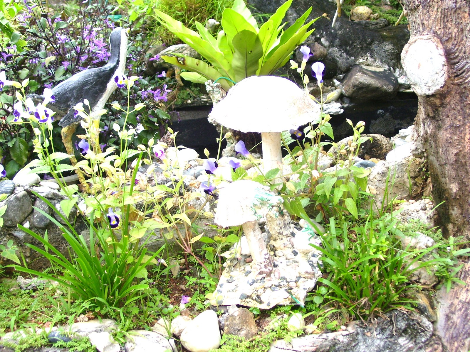 How To Make Decorative Mushrooms For The Garden