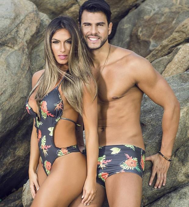 Nicole Bahls posa de maiô com o namorado, Marcelo Bimbi