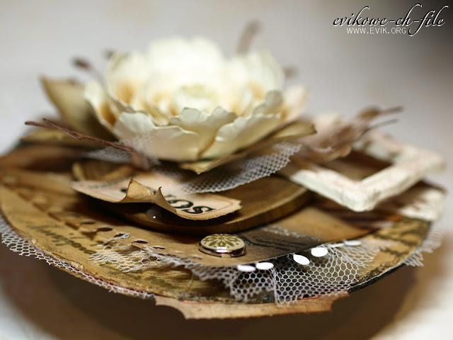 okrągła walentynka, ręcznie robiony kwiat, Ewa Jarlińska, Evik, plaster drewna, ćwiek, tiul