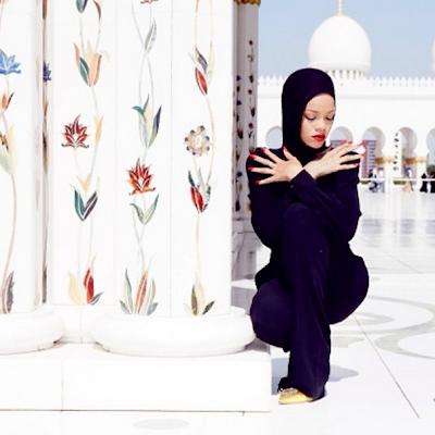Foto Rihanna Berjilbab