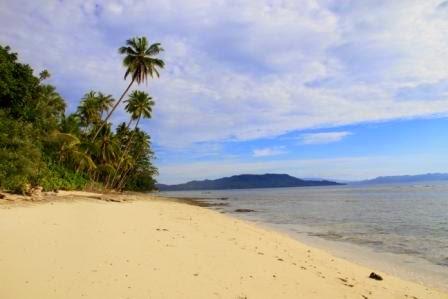 Pantai Lawena Ambon