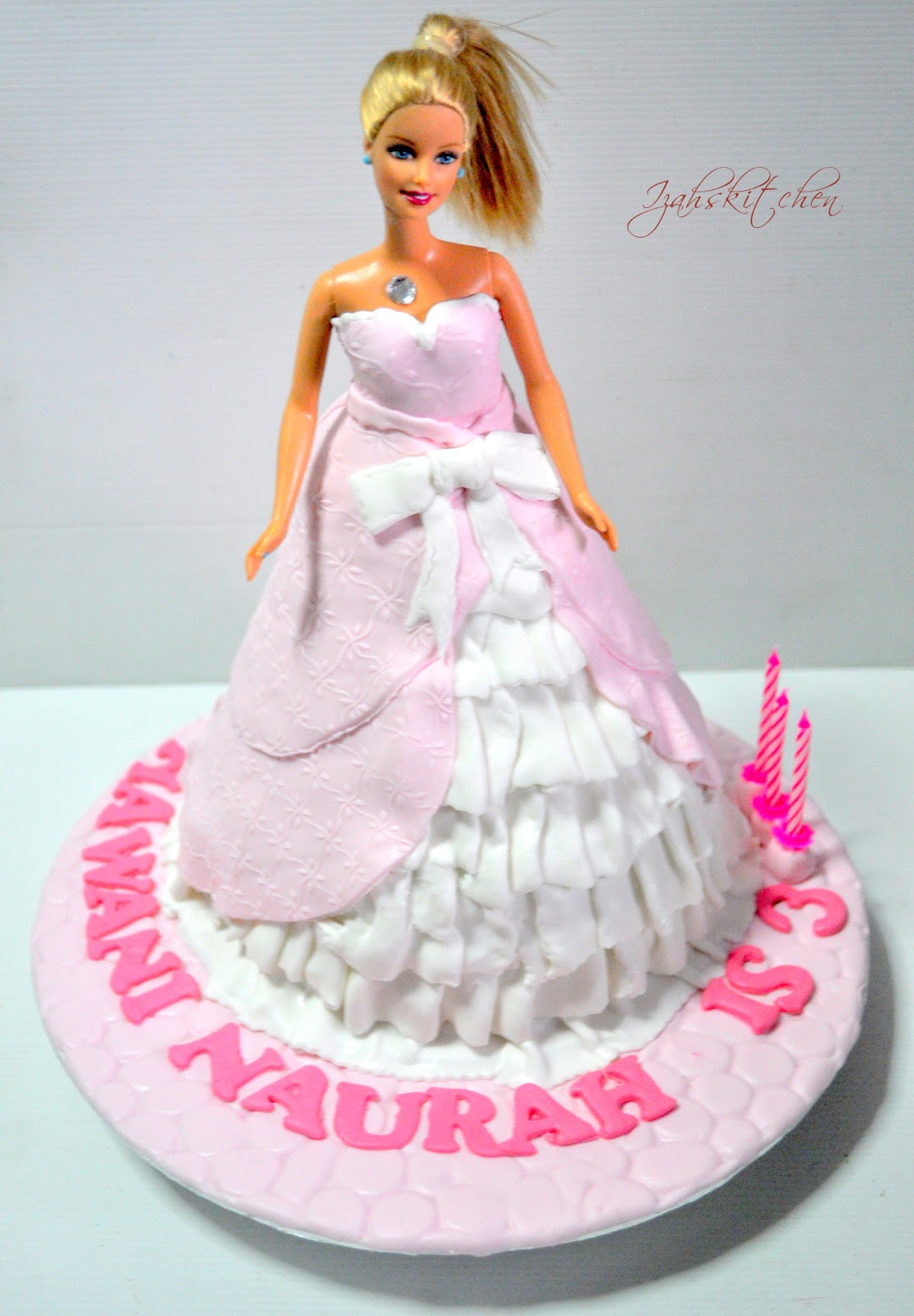 Barbie Cake Images Doll : Izah s Kitchen: Barbie doll cake for Hawani
