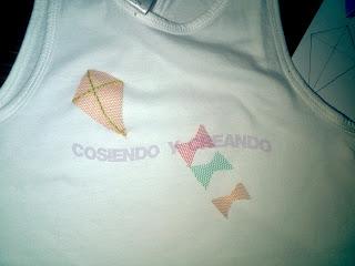 http://cosiendocreando.blogspot.com.es/ Camiseta tuneada cometa tul