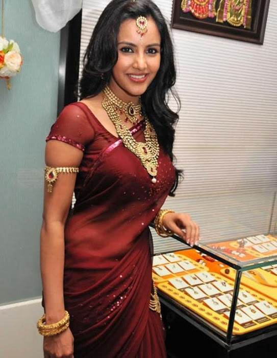 priya anand in saree at nac ewellers for 1000 diamond necklaces festival event- glamour  images