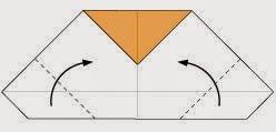 Bước 5: Gấp cheo hai góc tờ giấy lên trên.