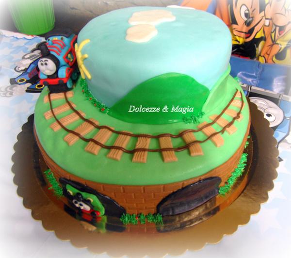 Dolcezze e magia thomas cake per federico for Decorazioni torte trenino thomas