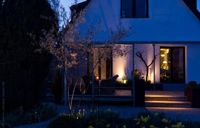 gartenblog zu gartenplanung gartendesign und gartengestaltung gartenbeleuchtung licht im garten. Black Bedroom Furniture Sets. Home Design Ideas