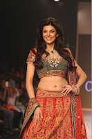 Sushmita Sen walks the ramp at IIJW 2013 for Charu Jewels