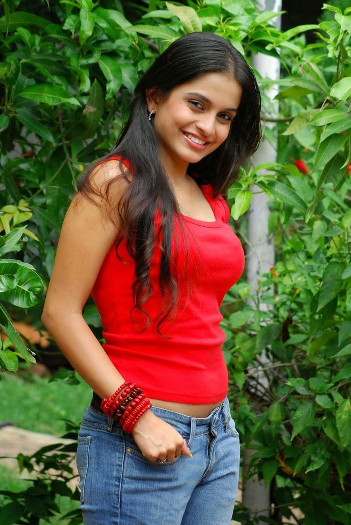 Sheena Bajaj Photos Hot Pics Wallpapers HD Images - Mazale