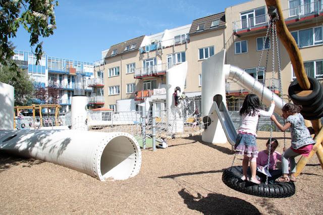 Turbina eólica reciclada vira playground
