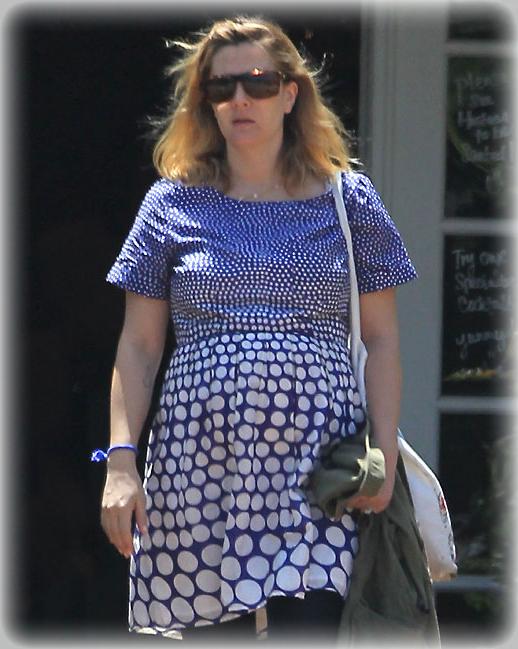 Drew Barrymore embarazada y con pareja