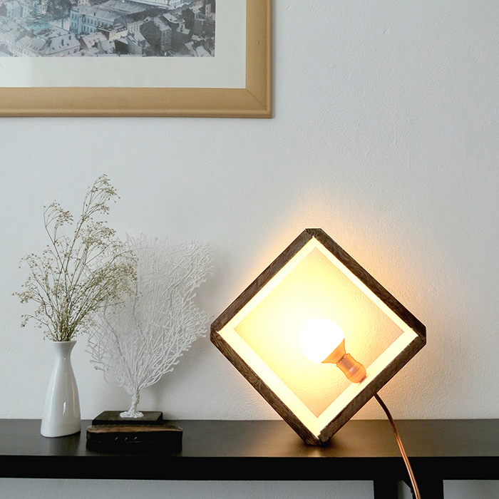 http://www.ohohdeco.com/2015/06/diy-wooden-cube-lamp.html