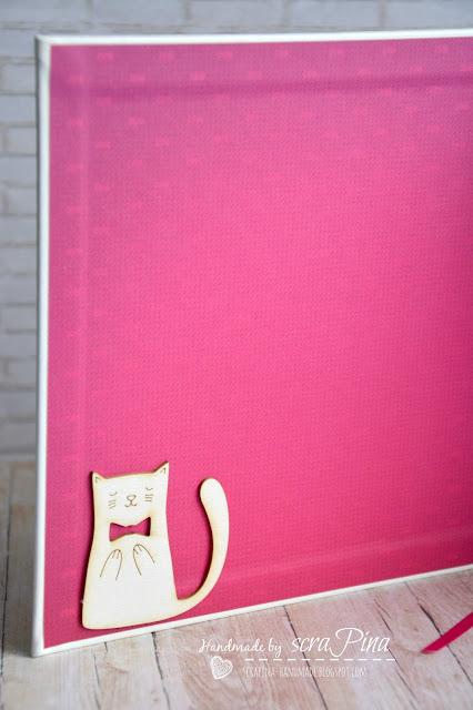 Biało magentowy różowy żywiołowy kwadratowy kalendarz 2016 z kotem ręcznie robiony scrapina handmade scrapbooking tekturki i kropka