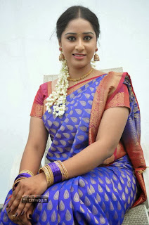 Telugu-Actress-Senha-Stills-in-Saree-at-Broker-2-Movie-Shooting-Spot
