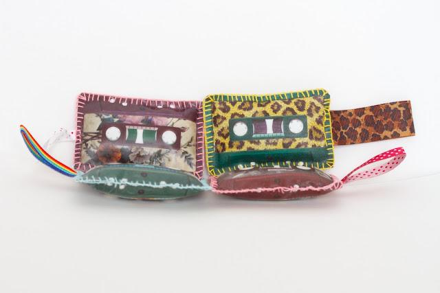 Les cassettes porte-clés CocoFlower workplace - crédits photos : Josephine Docena - www.parisianlocal.com