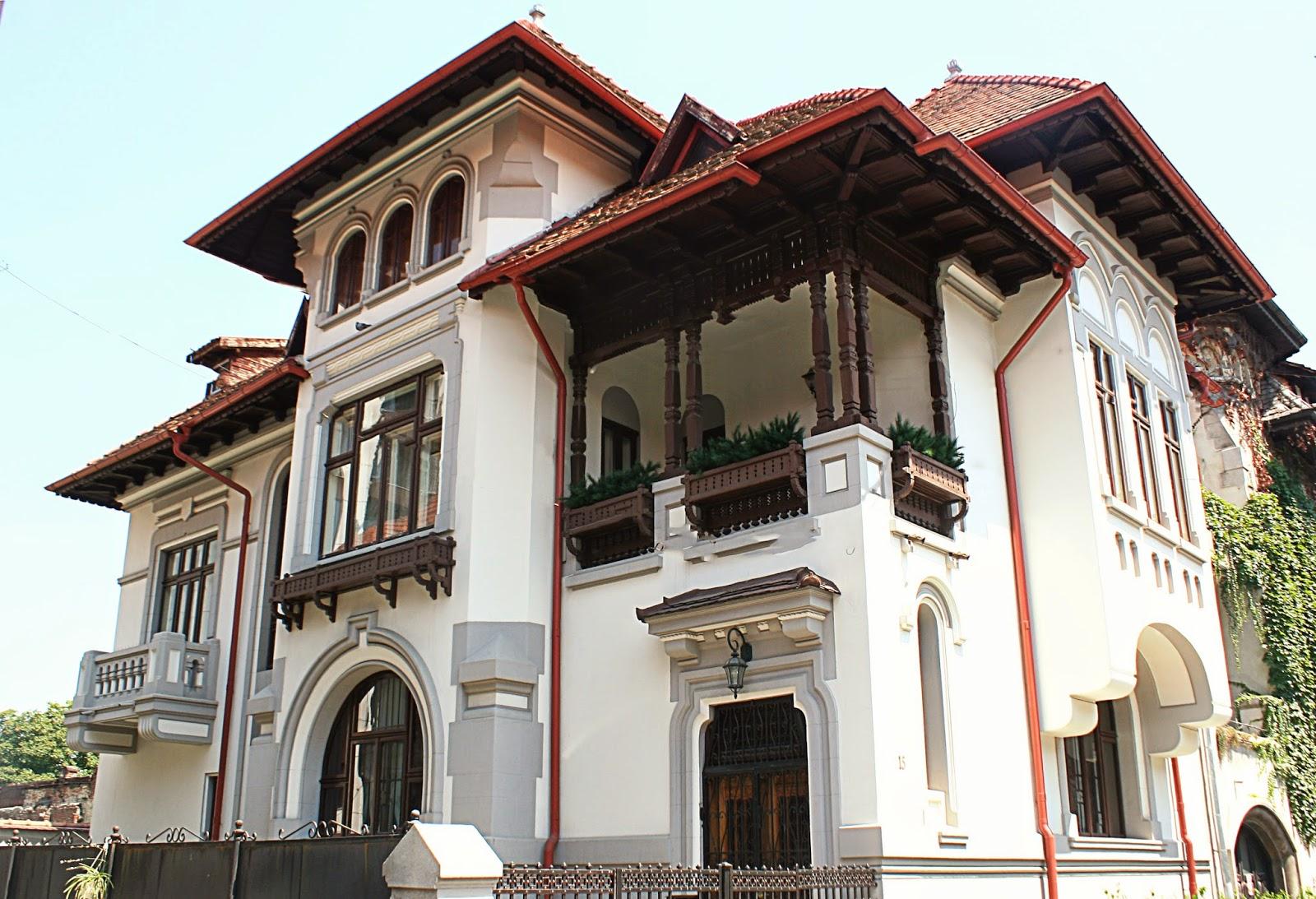 fatada casa neoromaneasca cu profile decorative din polistiren, ancadramente