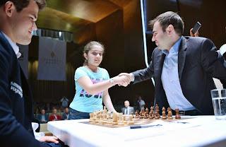 Echecs : Magnus Carlsen bat d'entrée de jeu Shakhriyar Mamedyarov au Mémorial Vugar Gashimov - Photo site officiel