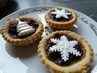 Mince Pies decorated with icing