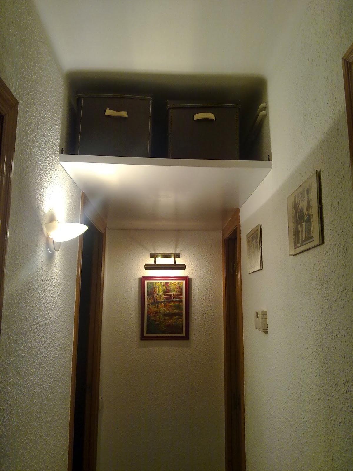 Lascosasdepat un altillo en el pasillo - Como hacer un altillo de madera ...