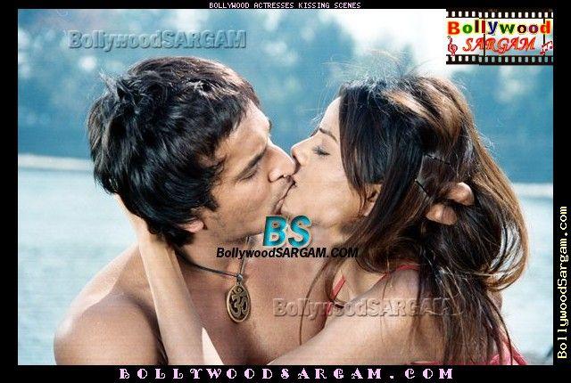 bollywood actress kissing photos
