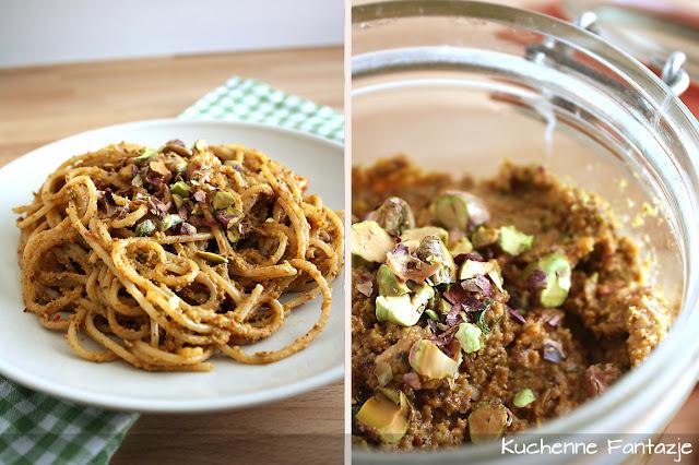 pistacje, makaron spaghetti, pomidor, czosnek, pycha!