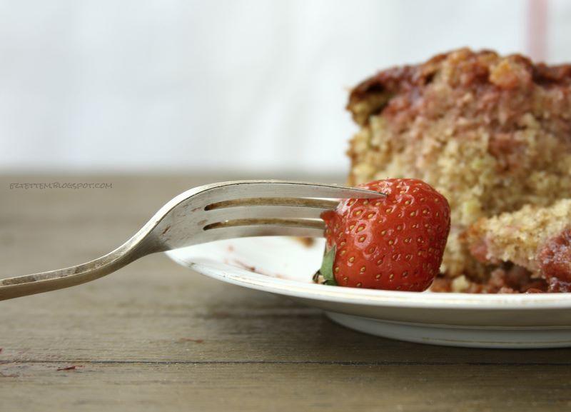 epres-rebarbarás kevert süti, eperszósszal