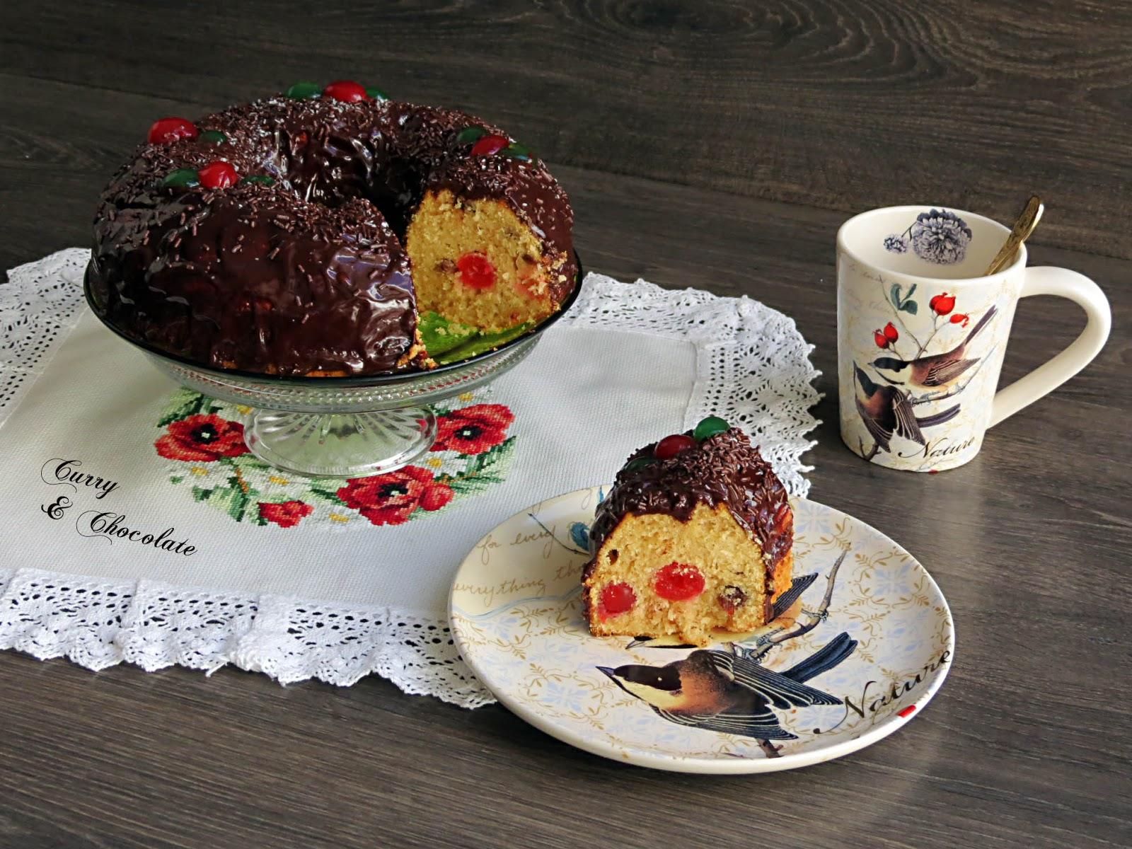 Bizcocho de ron con pasas al kirsch y cobertura de chocolate