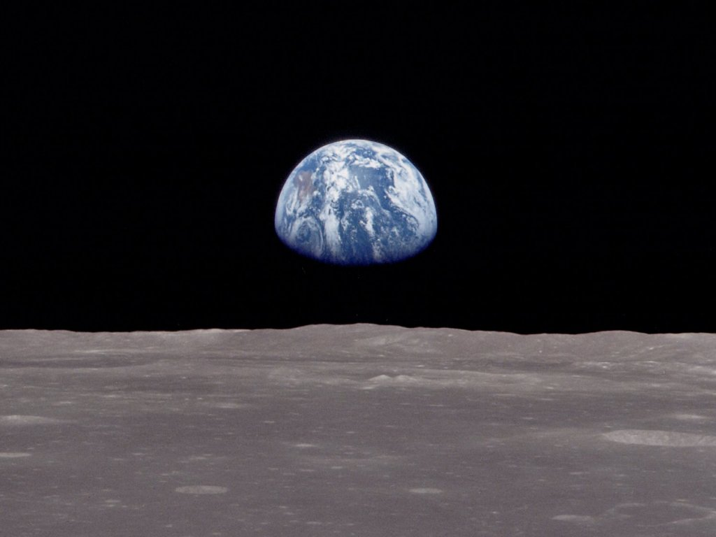earthrise Private company plans manned moon mission