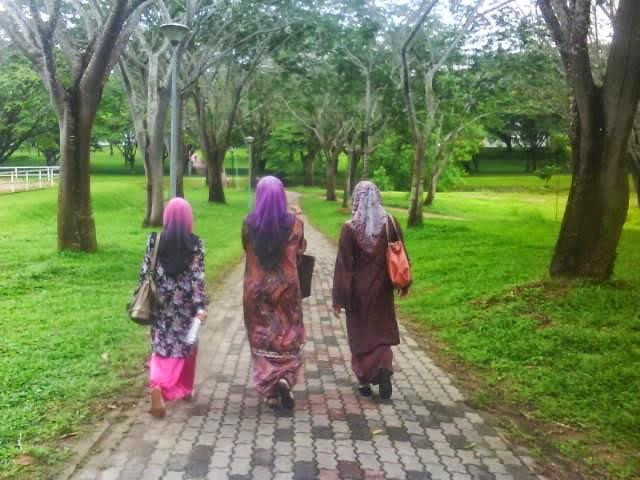 7 Rahsia Rahsia Mengenal Wanita Daripada Cara Berjalan