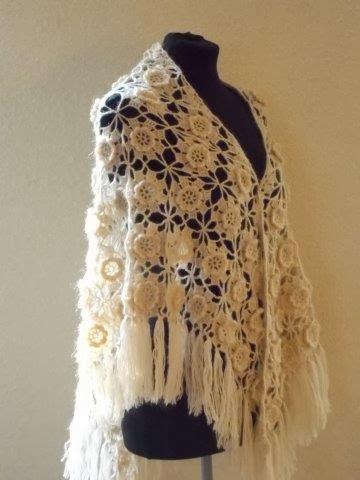 SALE: beige grote gehaakte sjaal.