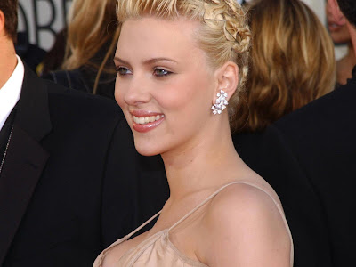 Scarlett Johansson-Beautiful cute Wallpaper