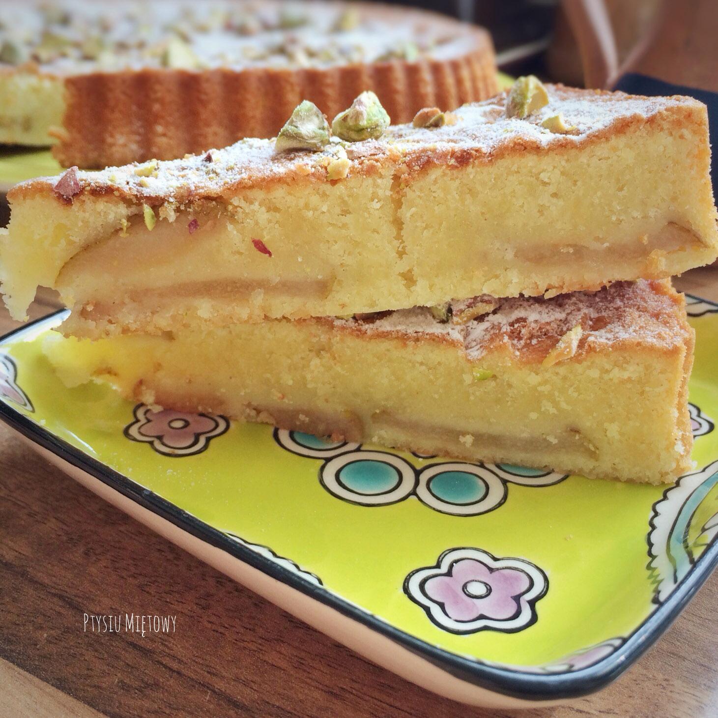 ciasto migdalowe z pistacjami i karmelizowana gruszka, ptysiu mietowy