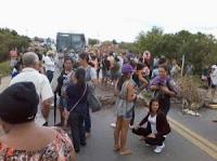 MANIFESTANTES TRAVARAM A BR 407 EM PEDRAS ALTAS