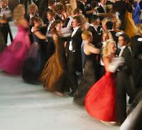 Balo Gecesinde Dans, Balo Kıyafetleri ve Elbiseleri