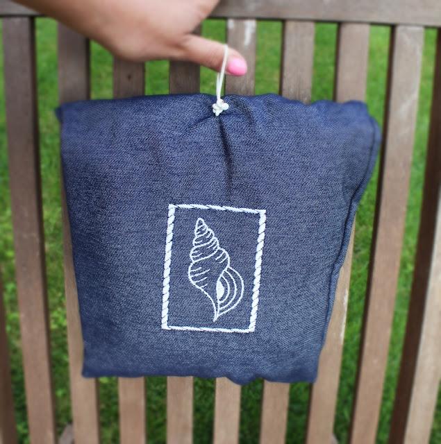 worek na strój kąpielowy,jak uszyć torbę na plażę, jak uszyc worek na basen,potrzebne na plaży,dżins, haft komputerowy,blog DIY