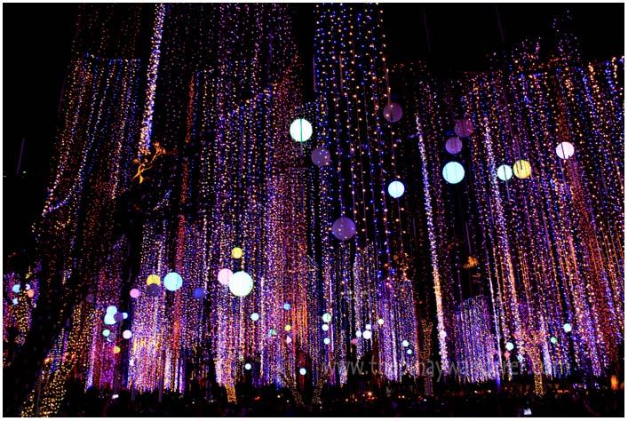 Ayala Triangle lights and sound show