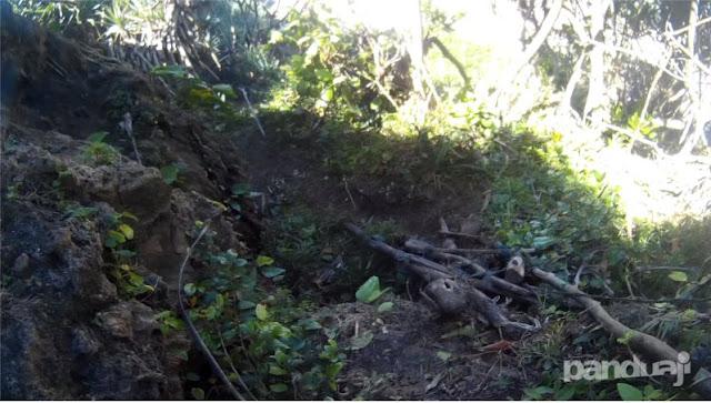 Salah Satu Tracking Turunan ke Pantai Umbul Waru