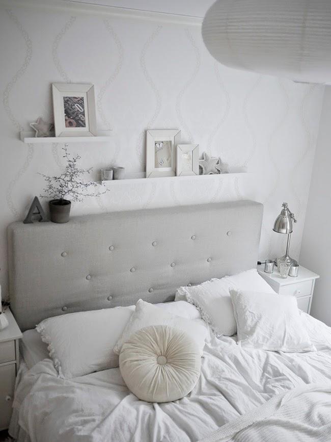 La elegancia de un dormitorio blanco total boho deco chic for Ejemplo de dormitorio deco