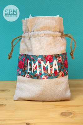 SRM Stickers Blog - Personalized Baby Bag by Lorena - #linenbag #floralribbon #babybag #giftbag #DIY
