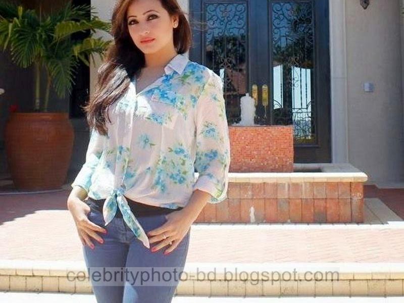 Sumaiya+Jafar+Suzena's+New+HD+Photos+In+Skirt+and+Jeans Tops+Dress004