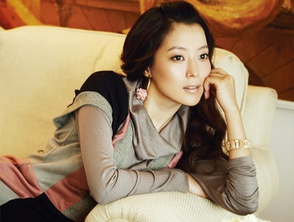 free stars wallpaper: Kim Hee Sun HD Wallpaper