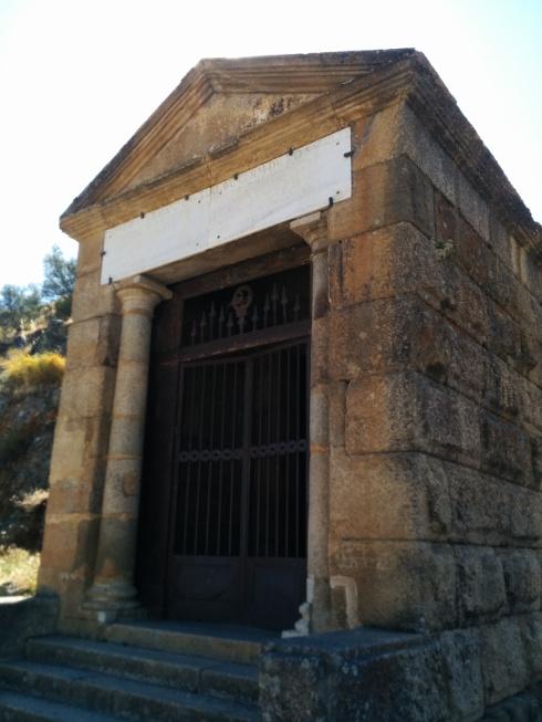 Templo romano frente al puente de Alcántara