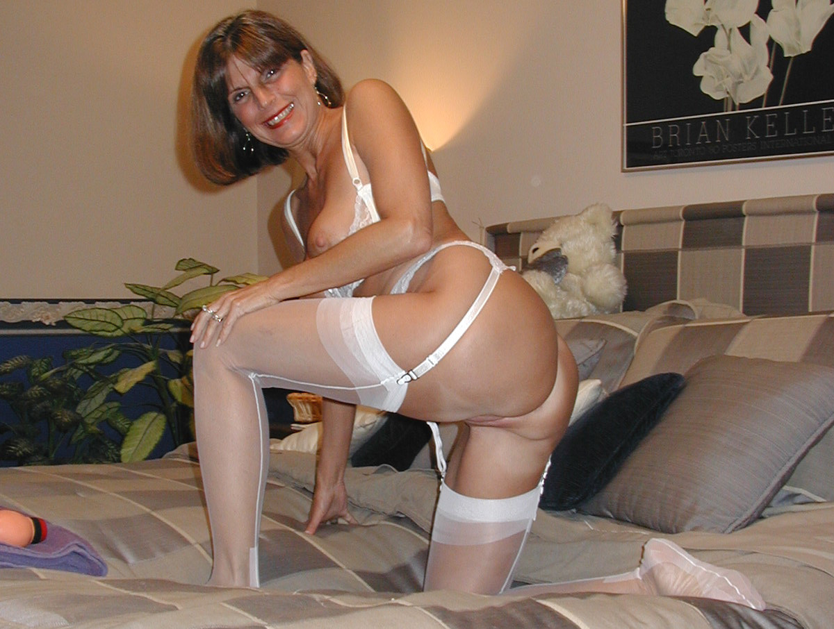 40 plus milf loves to fuck 9