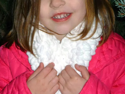 http://www.domesticblisssquared.com/2012/10/little-girls-crocheted-cowl-scarf-free.html