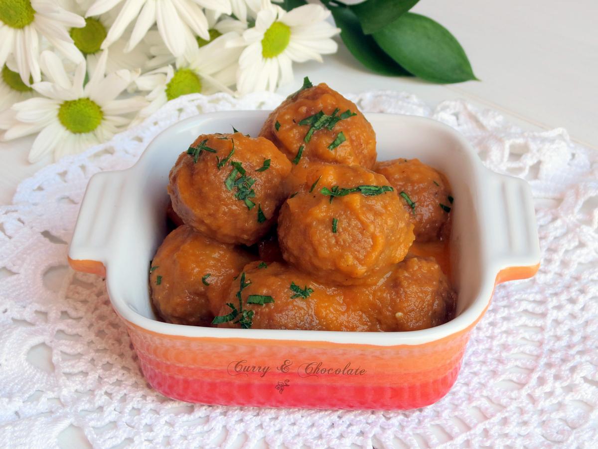 Albóndigas con salsa de tomate casera – Meatballs with tomato sauce