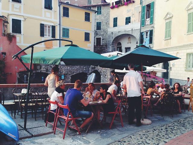 red fish  café, tellaro